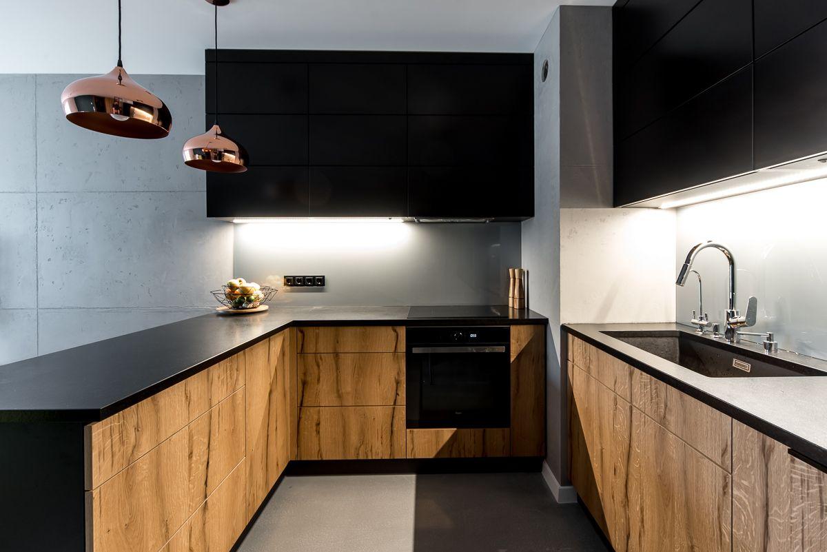 Zabudowa Meblowa W Kuchni Dolne Fronty Fornirowane Czarny Blat Kamienny Wykonawca Pracownia Stolarska Debina Szczeci Wood Kitchen Kitchen Kitchen Cabinets