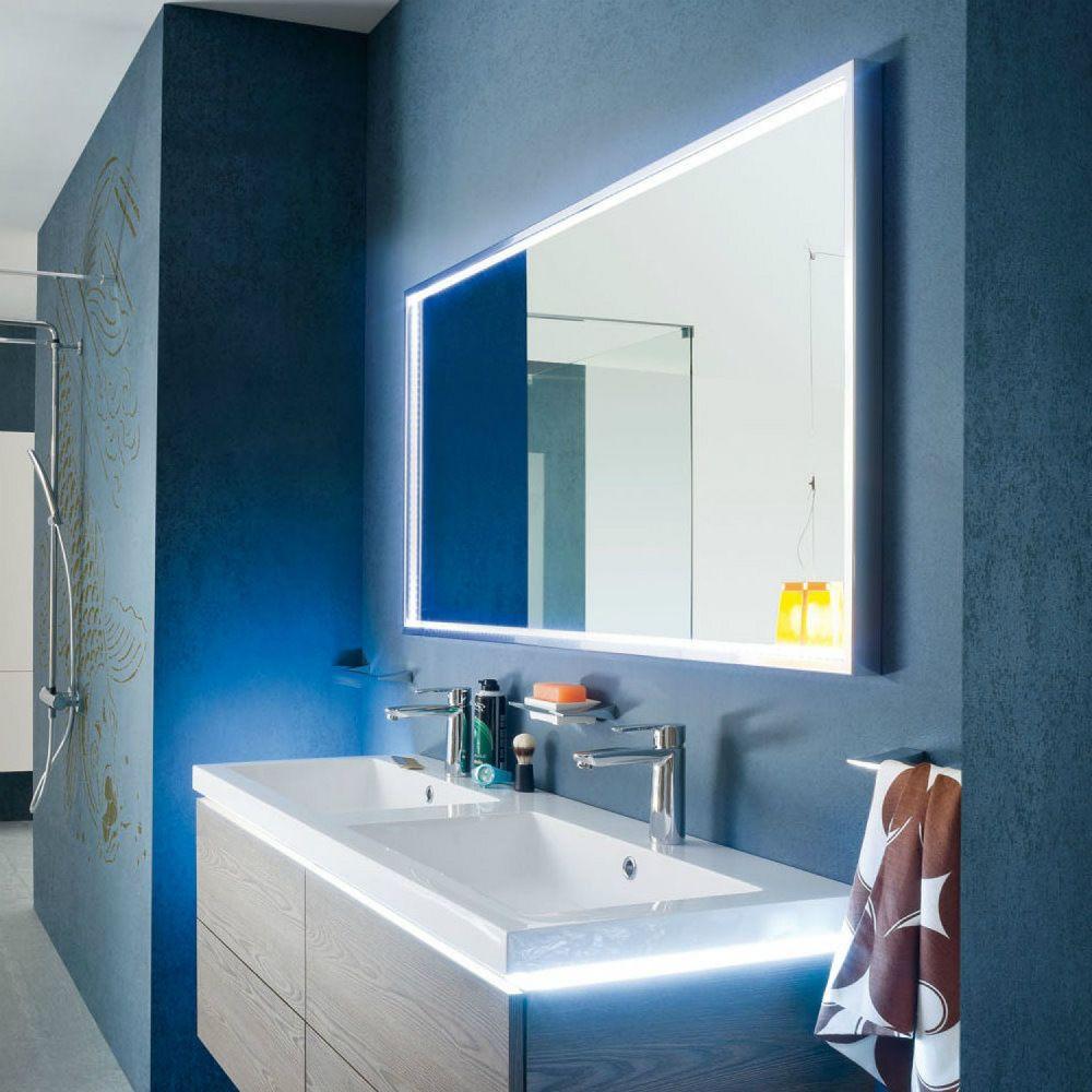 delle strisce led dietro lo specchio del bagno unidea alternativa e ottimale