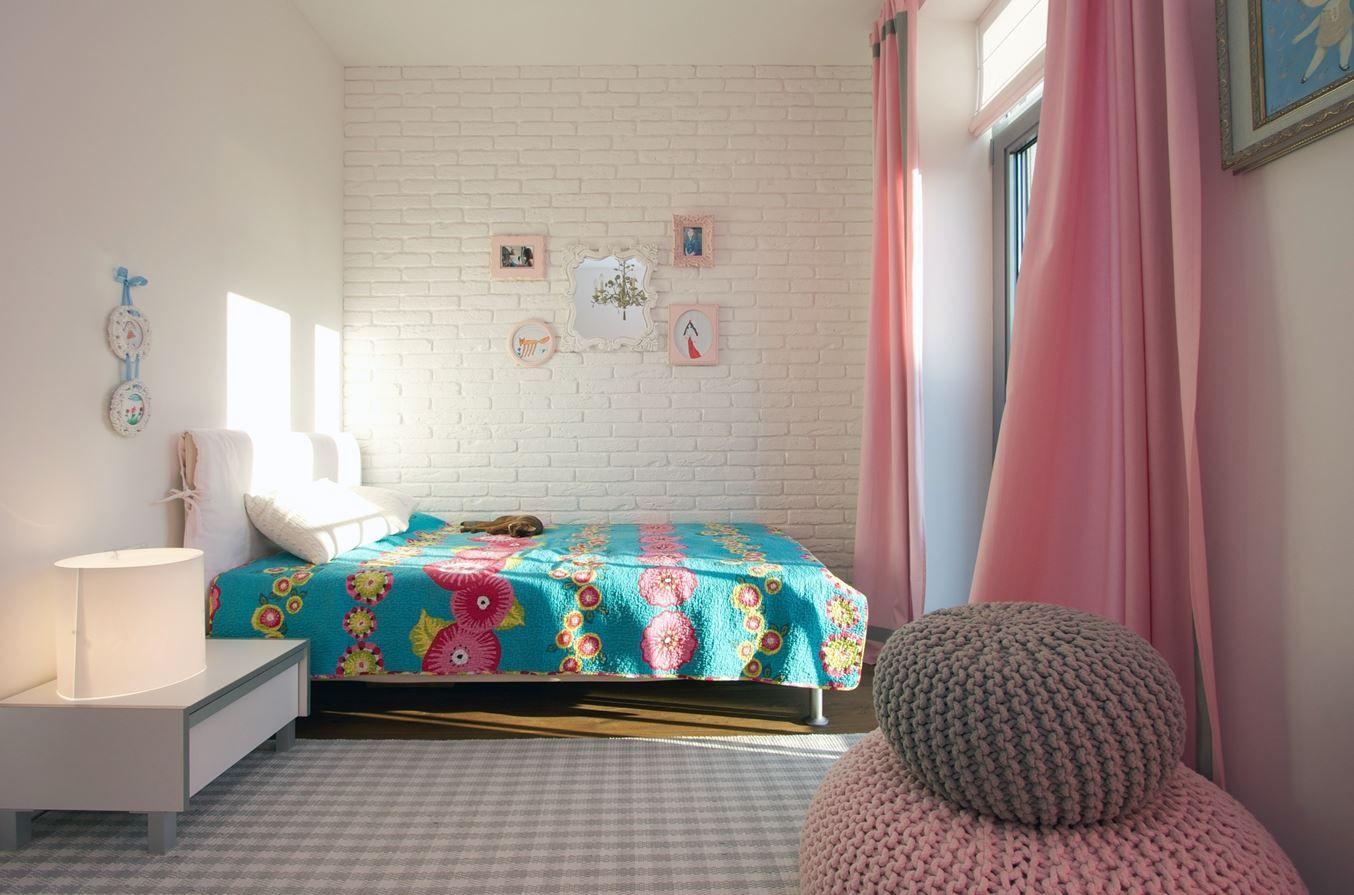 Turquoise et rose, cette chambre aux contrastes affirmés, avec son ...