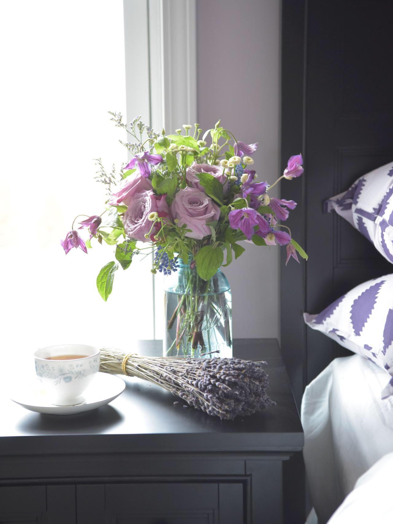 이미지 출처 http://hgtvhome.sndimg.com/content/dam/images/hgtv/fullset/2015/3/19/0/Original-BPF-Spring-House_interior_color-palettes_lavender-violet-green_v.jpg.rend.hgtvcom.1280.1707.jpeg