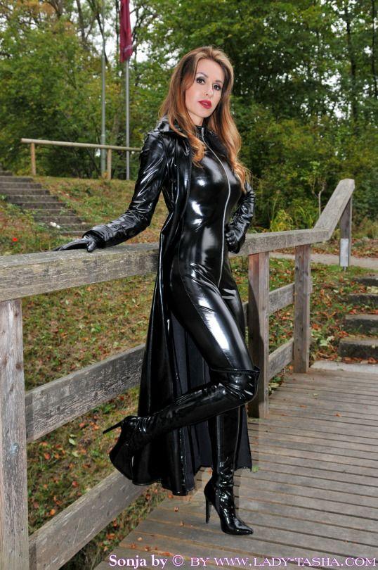 lady sonja leder catsuit