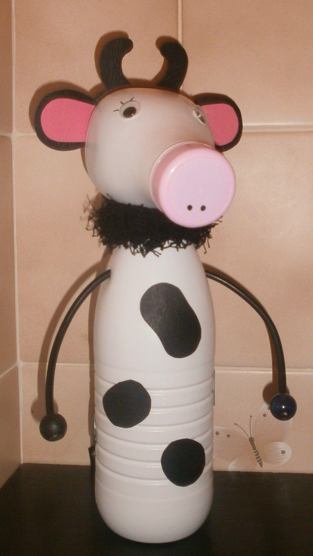 vache en bouteilles de lait recycl es mes petits bricolages. Black Bedroom Furniture Sets. Home Design Ideas