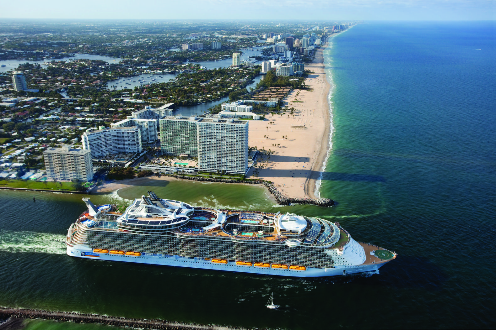 The Sheer Size Of Oasis Of The Seas Fort Lauderdale In 2020 Cruise Vacation Cruise Ship Theme Cruises