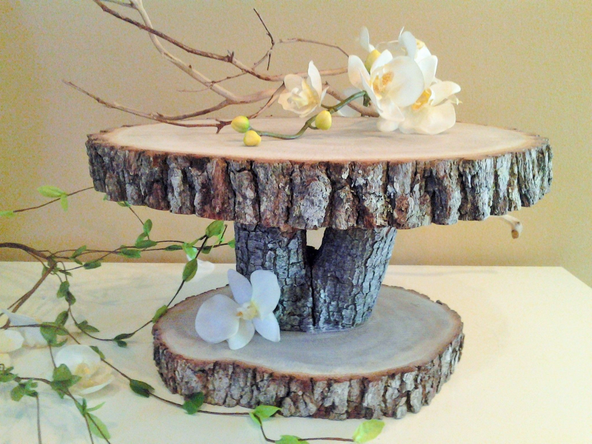 Fantastic tree trunk cake stand with great character 2