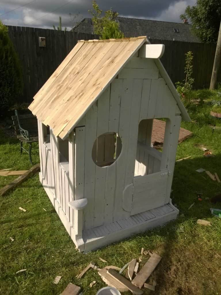Wendy Pallet House (With images) | Pallet house, Pallet ...