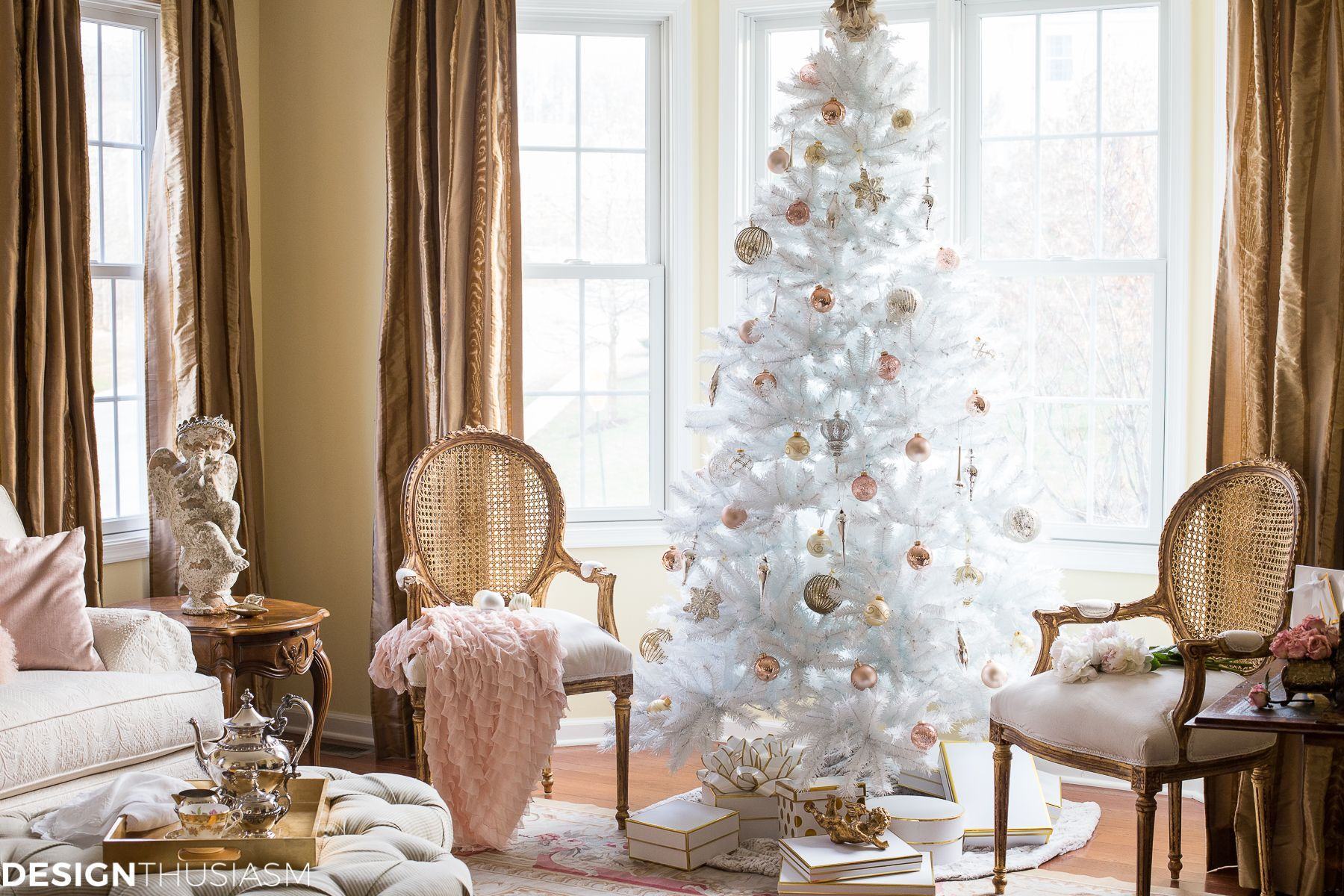 Complementing Your French Style With A White Christmas Tree French Country Decorating Country Decor White Christmas Tree