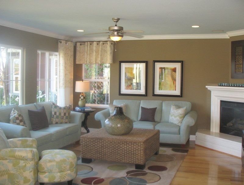Great color use love the light blue ceiling but what i - Good colors for living room and kitchen ...