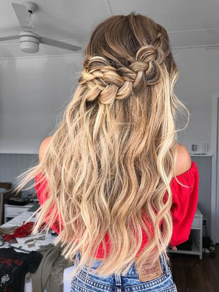 10 Trending Bridal Hairstyles With Halo Hair Extensions Hair Styles Halo Hair Extensions Wedding Hair Extensions