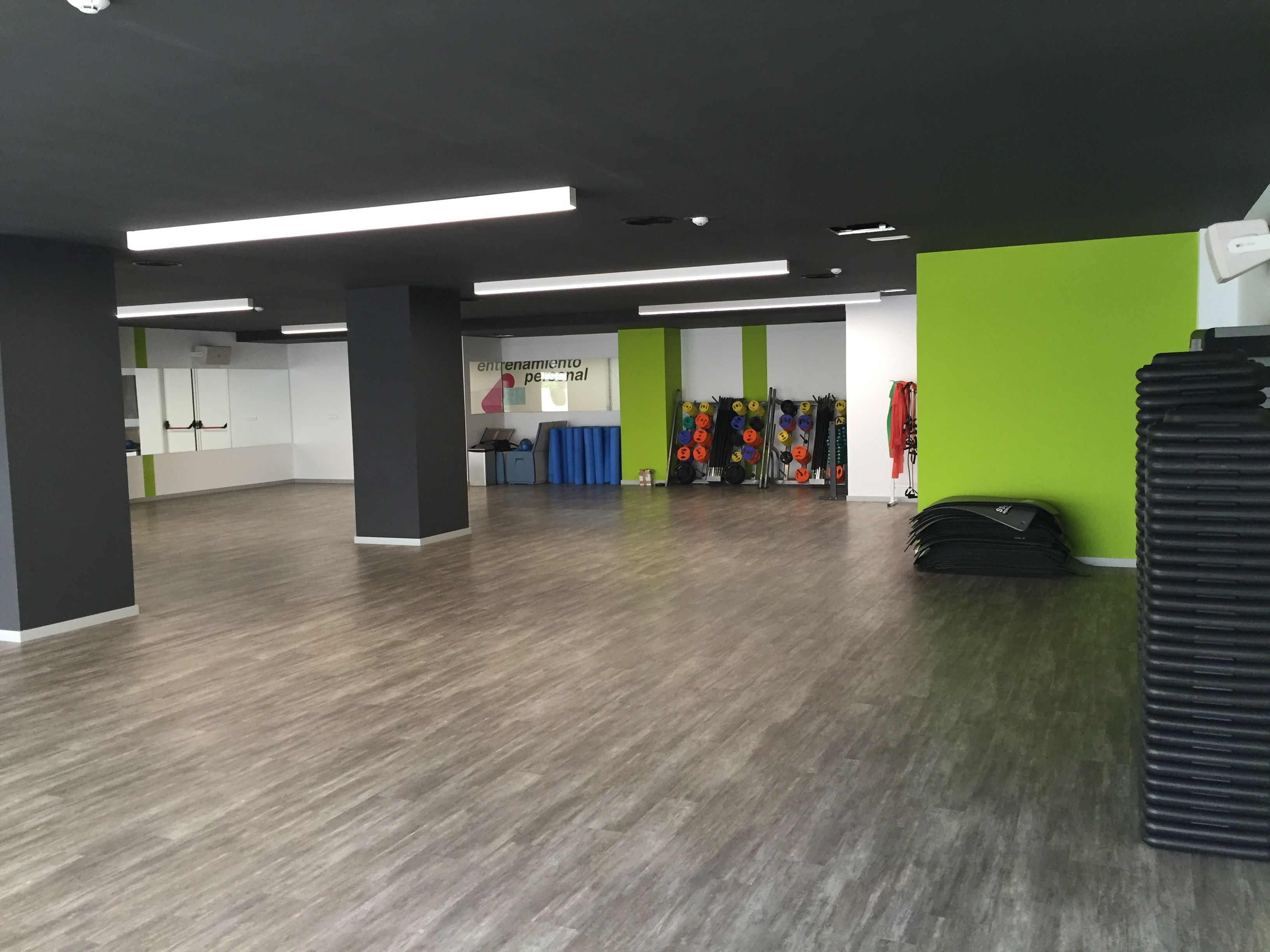 Sala De Clases Dirigidas Ifitness Benidorm Gimnasio Sala Multiuso Decoracao