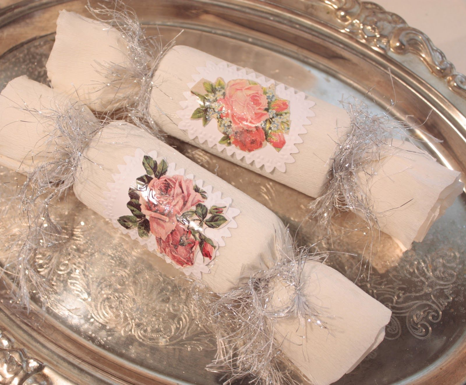 Bellas Rose Cottage: Victorian Christmas Crackers, that go pop...