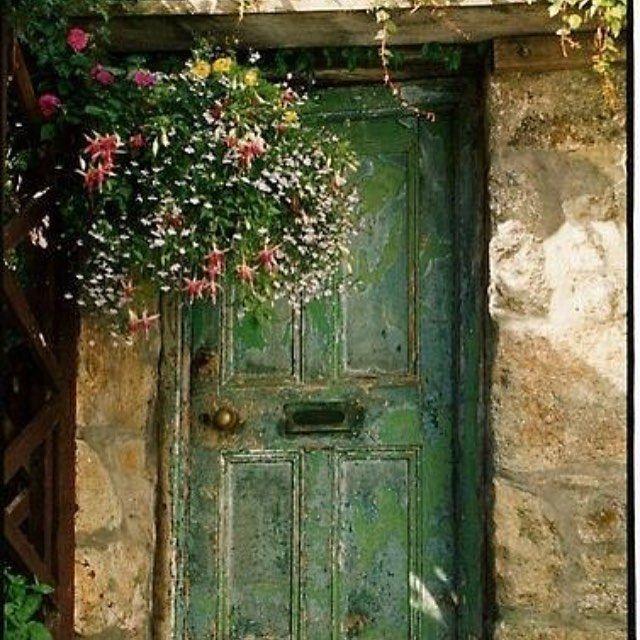 Green for wanderlust envy. #regram @nananikolaidou #green #colors #colorsplash #wanderlust #door #facade #facadeporn