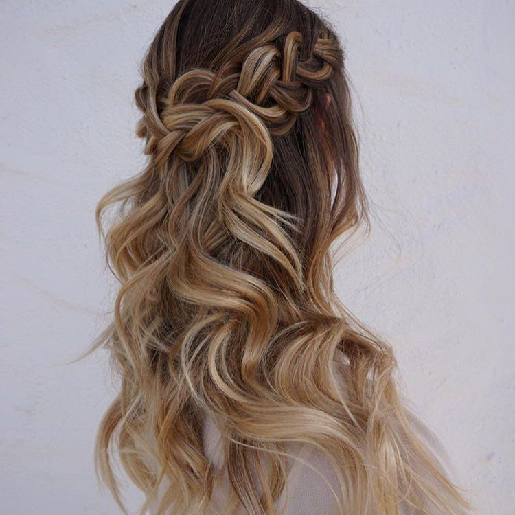 Got a special occasion you need to style for? Try this half up/ half down style created by @heidimariegarrett!! Love the braid and big, voluminous curls!