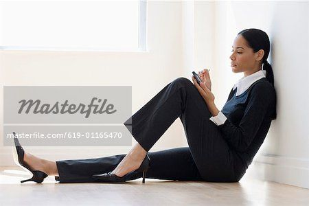 Businesswoman Sitting And Leaning Against Wall Using Pda Business Women Poses Photography Poses