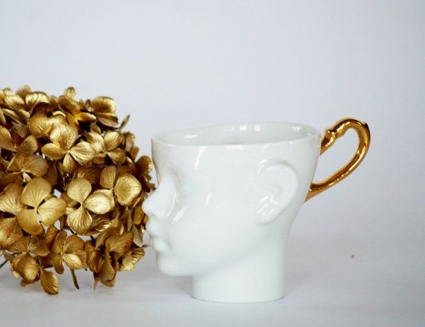 ENDEsign Unique Doll Head Cups (white/gold) http://www.etsy.com/listing/97153812/unique-coffee-cup-doll-head-cup?ref=sr_gallery_10&ga_search_query=ENDEsign&ga_view_type=gallery&ga_ship_to=ZZ&ga_search_type=all ENDEsign Einzigartige Porzelanpuppenkopftassen (weiß/gold) http://de.dawanda.com/product/34712541-Kubeczki-Tete-a-tete