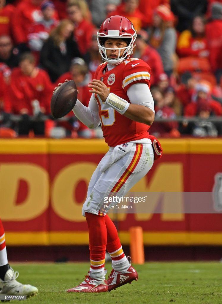 Quarterback Patrick Mahomes Of The Kansas City Chiefs Drops Back To Kansas City Chiefs Kansas City Chiefs Football Kc Chiefs Football