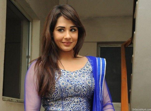 Beautiful Punjabi Girls Wallpapers and Pictures