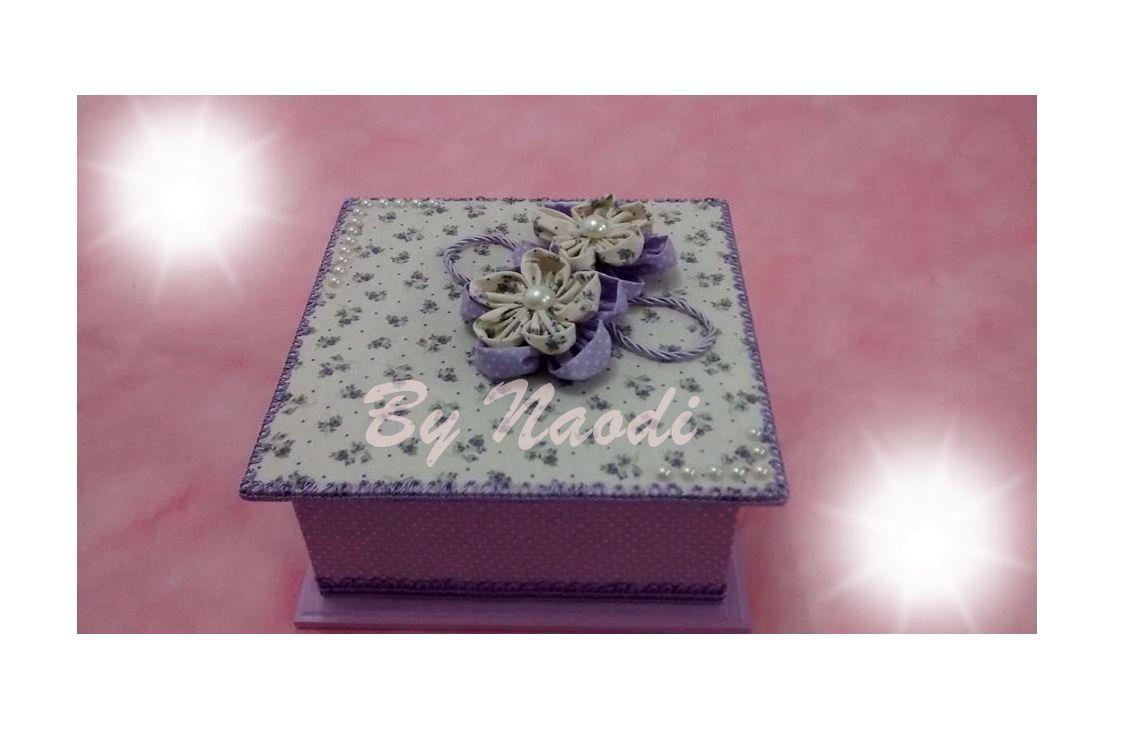 Caixa para bijuterias - 4 divisórias - forrada em tecido