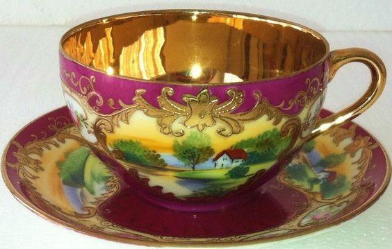 Šálek na čaj * fialový zlacený porcelán s malovaným krásným obrázkem, chaloupky v lese ♥♥♥