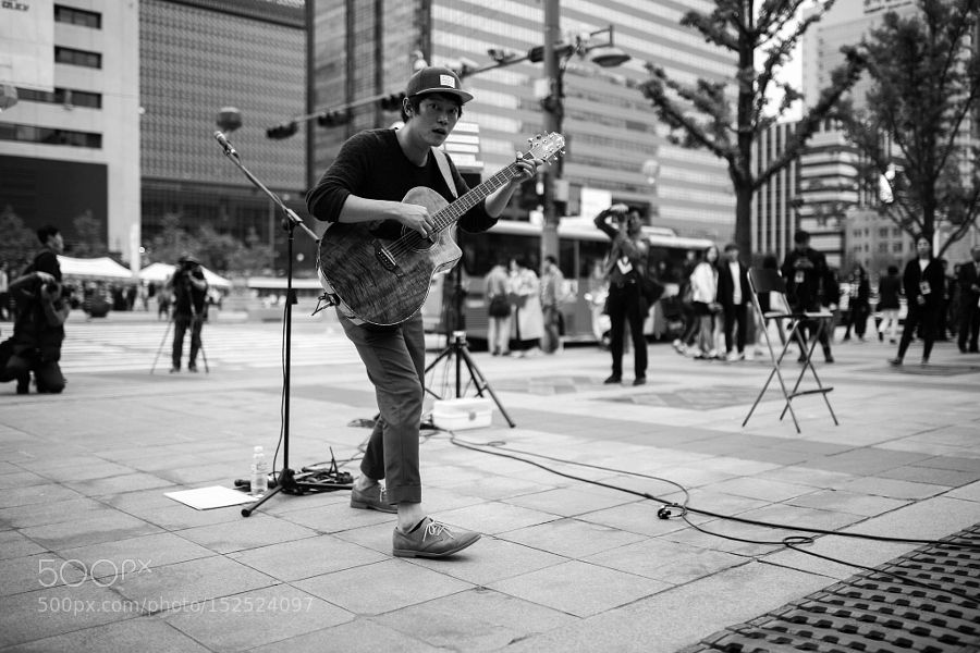 musician in seoul by papercup77