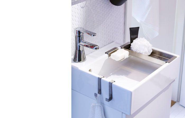 Meuble lavabo avec lavabo, porte-serviettes, porte-savon et plateau