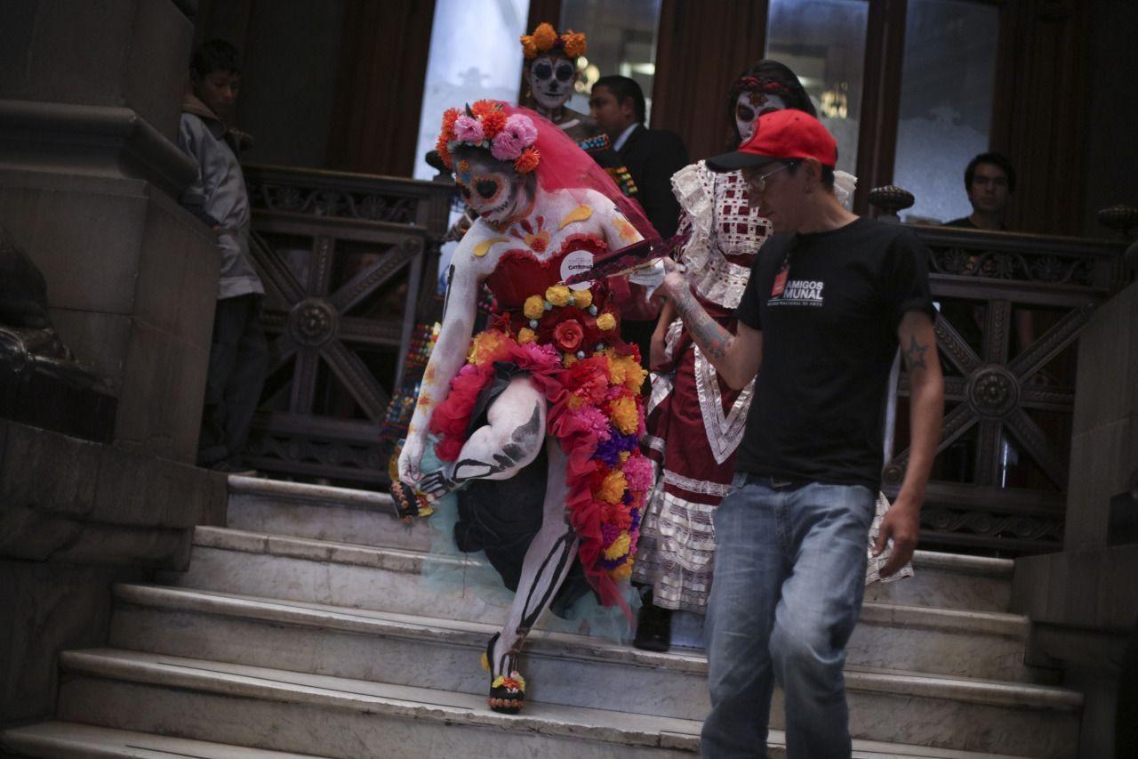 CIUDAD DE MÉXICO. Como parte de las fiestas y festejos por el Día de muertos, fue realizado el Primer Concurso de Catrinas en el Museo Nacional de Arte (MUNAL). FOTO: ADOLFO VLADIMIR /CUARTOSCURO.COM