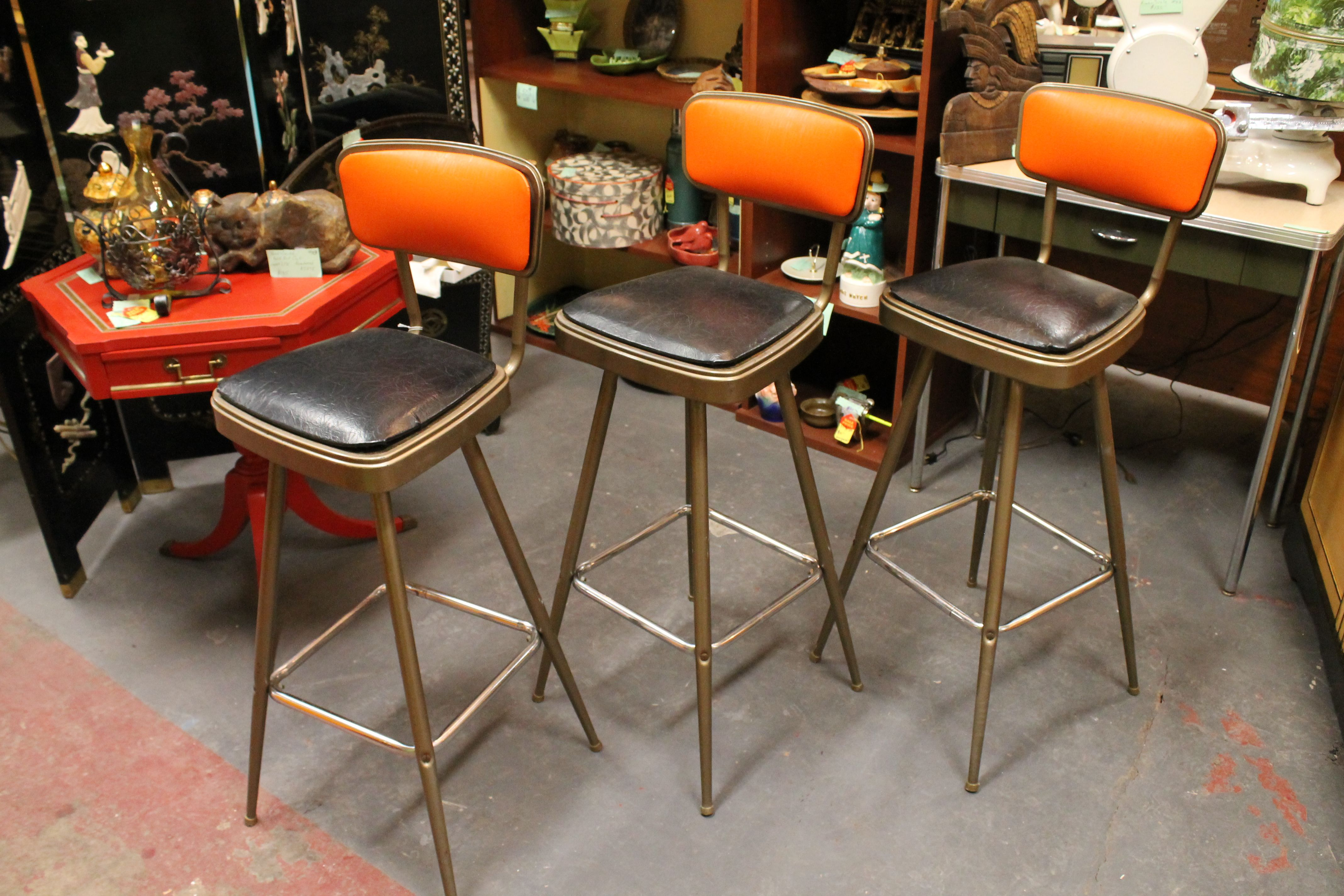 Sold 115 Set Three Vintage Mid Century Modern Bar Stools C 1960 Cute Bar Stools Wi Mid Century Modern Bar Mid Century Modern Furniture Modern Bar Stools