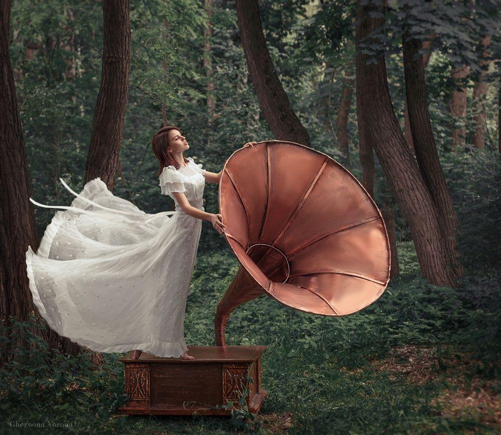 listen - photo|style Chervona Vorona Idea|decor Irina Dzhul model Margo Kovelman