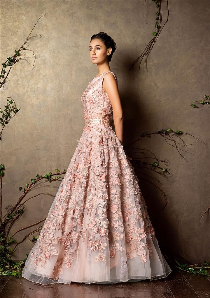 sleeveless light pink gown with flowers all over | Vestido de gala ...