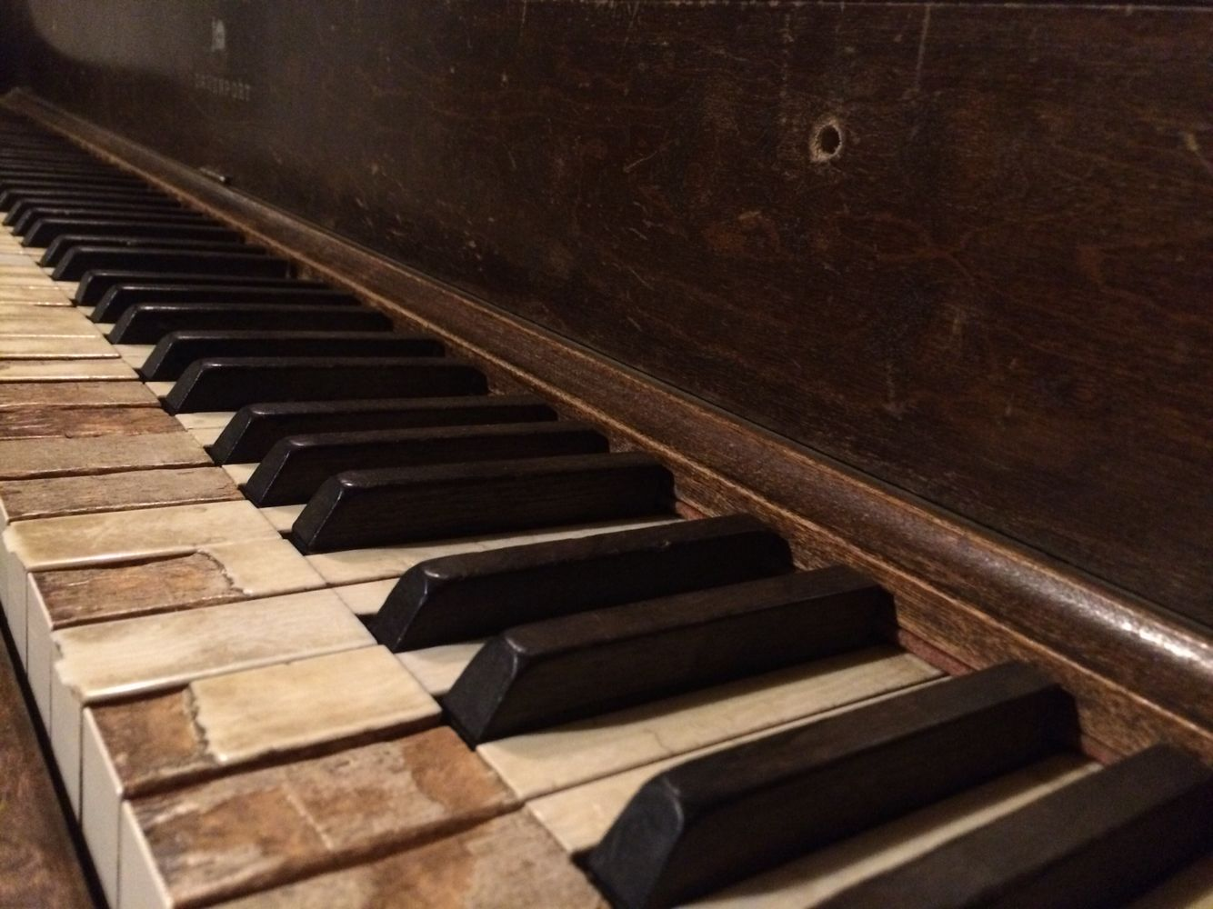 Old pianos make the prettiest of pictures!