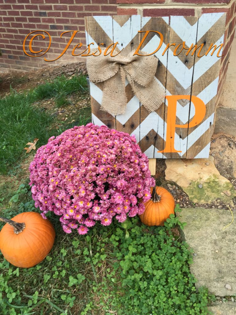 Chevron initial yard sign for fall, made out of pallet ...