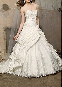 Stunning Taffeta & Tulle Ball Gown Strapless Sweetheart Neckline Beaded Brdal Dress With Lace Appliques