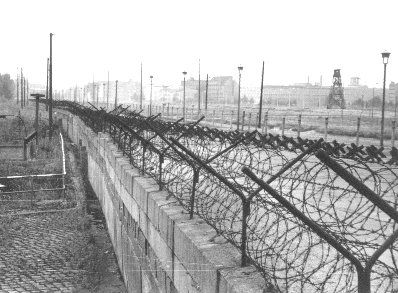 1961 berlin wall is built hundreds list their lives trying on berlin wall id=73506
