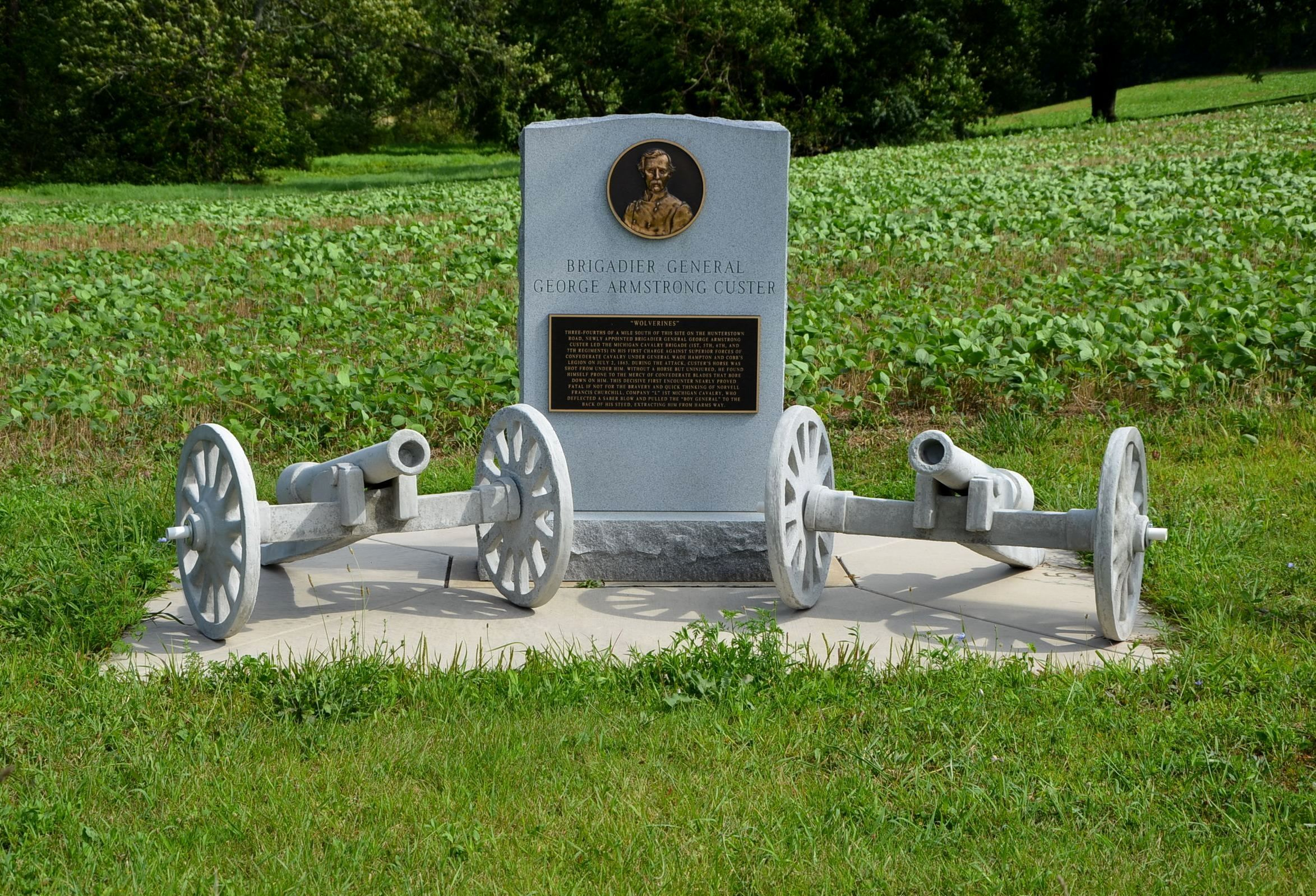 Custer Monument At Hunterstown Pennsylvania A New Base Was Added To The Monument In 2013 And A Pair Of Miniature Cannon George Armstrong Custer Grave Marker