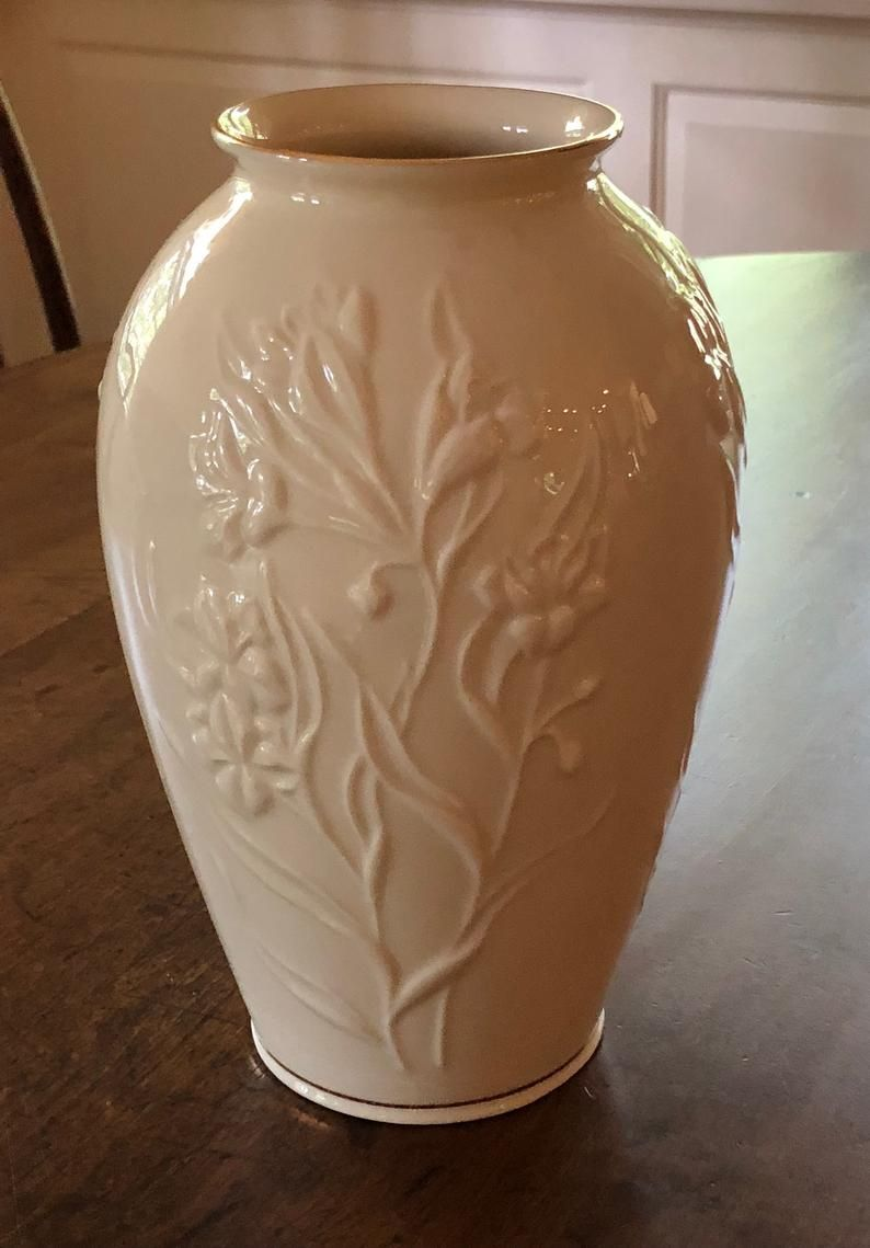 Lovely Vintage Lenox Vase Embossed Flowers Gold Trim Masterpiece Collection Interior Decorate Cottage Style Vintage Gift Country Home In 2020 Schellak