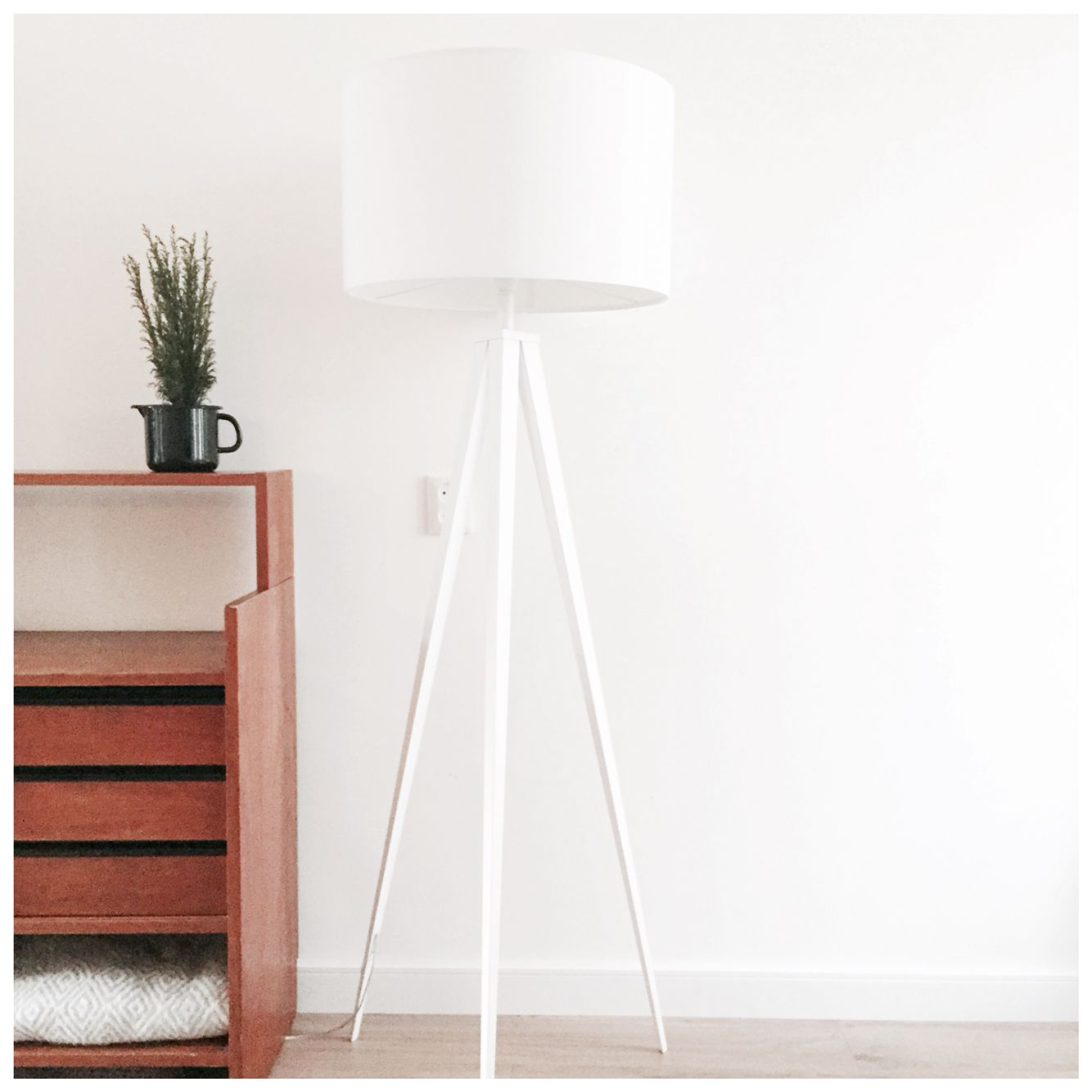 Nordic Interior. Tripod lamp from Zuiver. CarlijnQ Pastoe dresser