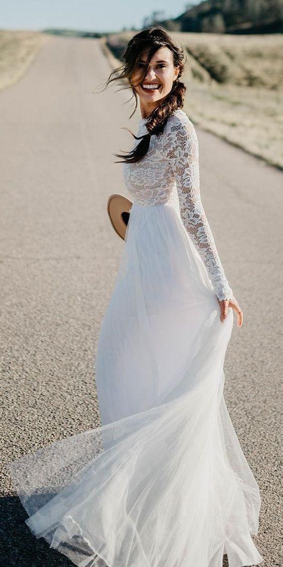 Einfache weiße Spitze Tüll Brautkleider mit Ärmeln. #bohowedding #bohoweddingd …