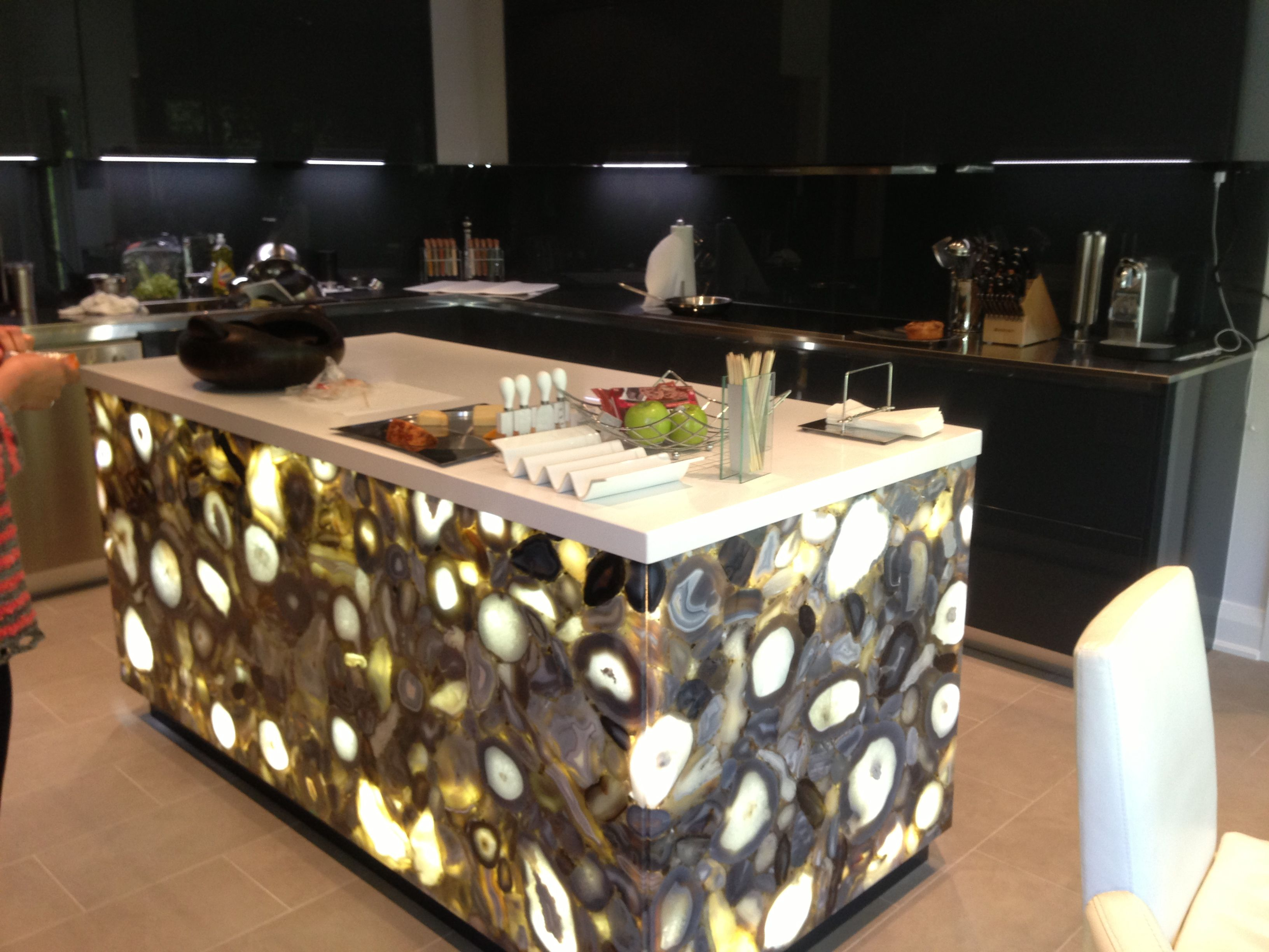 A kitchen island made of Caesarstone Concetto with LED back