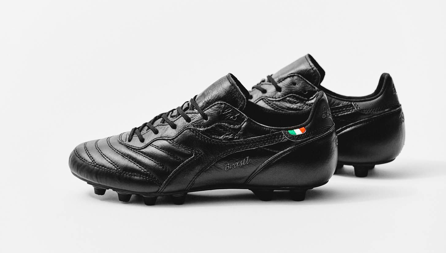 mizuno blackout football boots