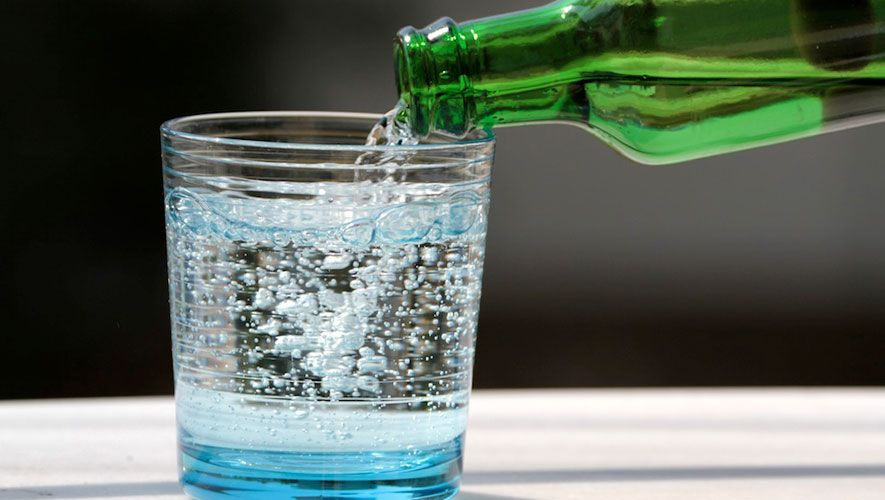 Carbonated Or Flat Water: Which Is Healthier? http://www.rodalesorganiclife.com/wellbeing/carbonated-or-flat-water-which-is-healthier?cid=soc_Rodale%2527s%2520Organic%2520Life%2520-%2520RodalesOrganicLife_FBPAGE_Rodale%2527s%2520Organic%2520Life__