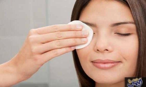 إزالة مكياج العيون بدون ضرر: البشرة حول العين رقيقة جدا وهى قليلة جدا فى عدد الغدد دهنية. لذلك يحب أن تهتمي بنظافتها وإزاله الماكياج بشكل…