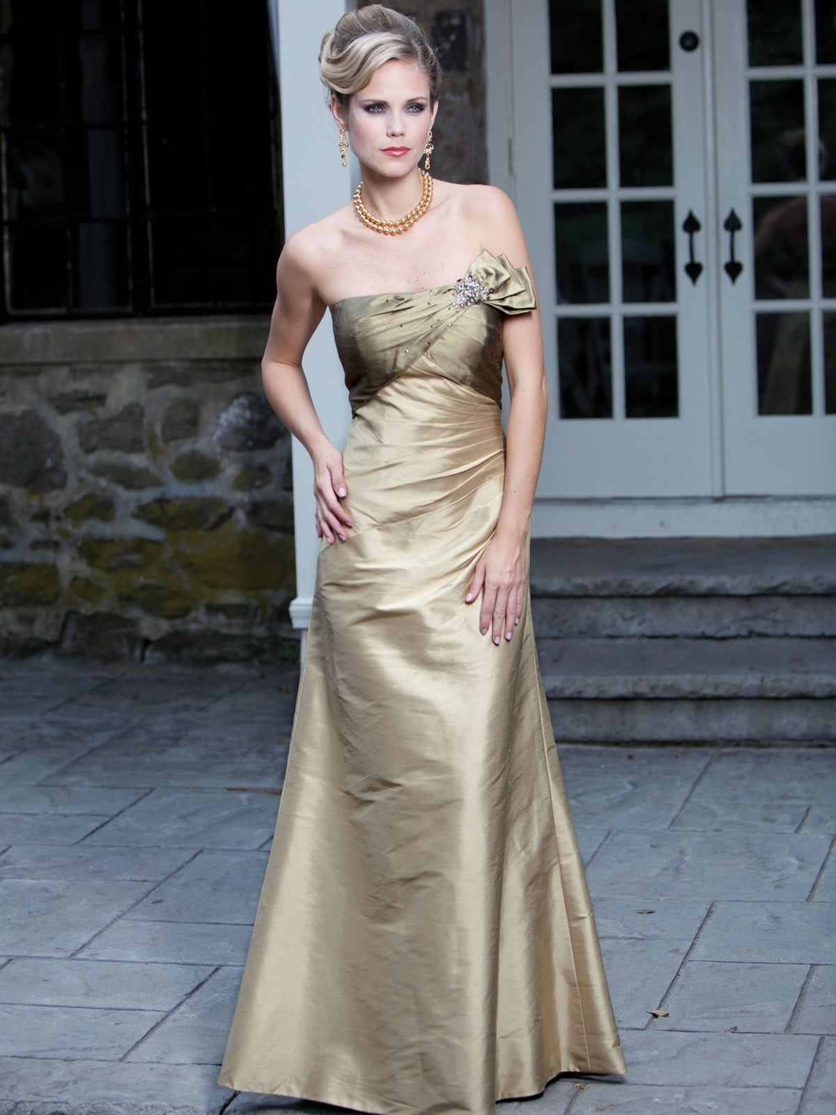 Une Ligne Aimée Sans Bretelles Robes Demoie Honneur En Le Satin De Soie Mariage Boutique