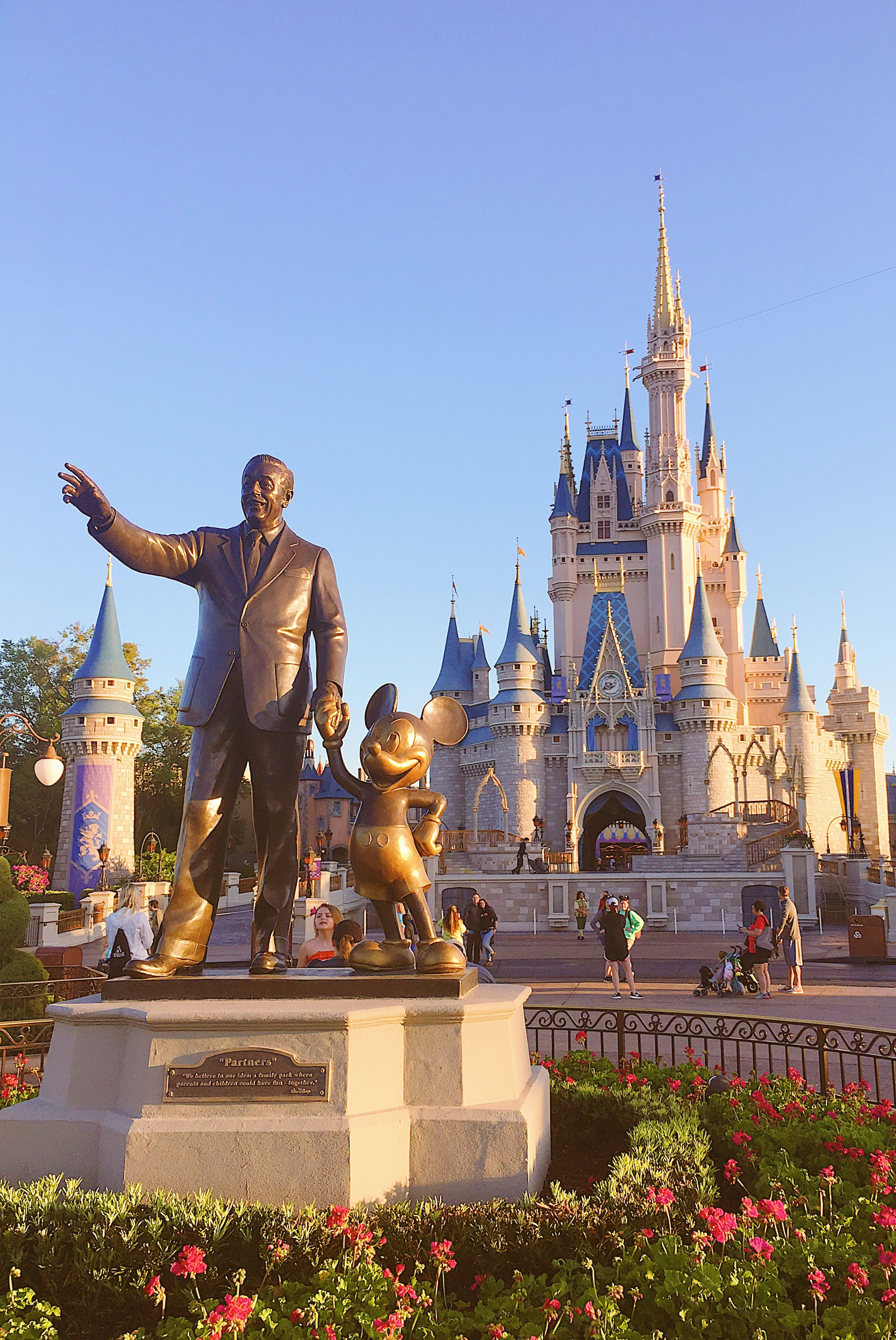 Walt And Mickey S Statue Before The Cinderella Castle In Disney
