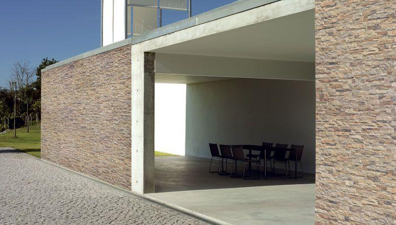 Baldosas para exteriores donde la textura rustica de la for Fachadas exteriores minimalistas