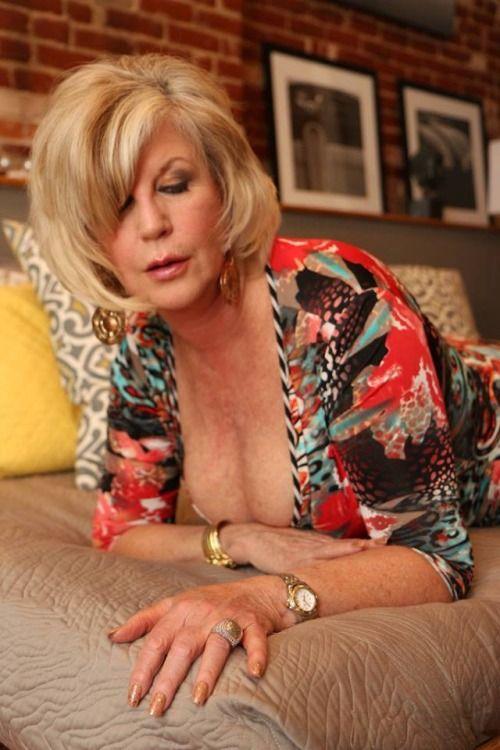 milf blonde big tits