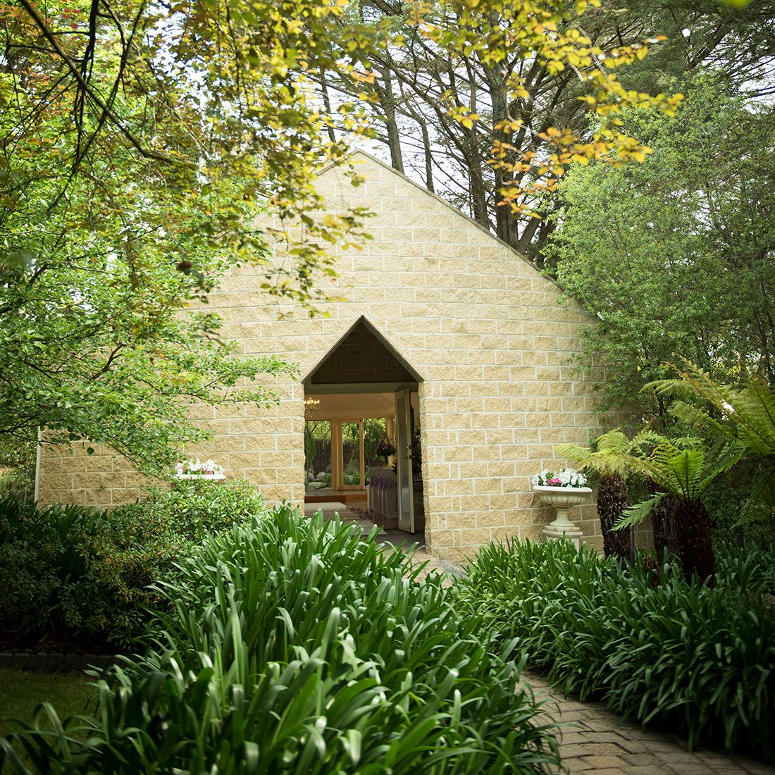An Easy Drive From Melbourne Linley Estate Is An Exquisite Wedding