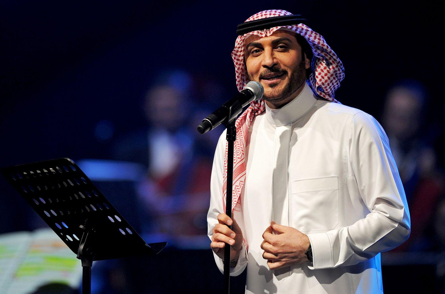 Saudi Arabian Woman Faces 2 Years In Prison For Hugging Singer Majid Al Mohandis Woman Face Arabian Women Old People Love