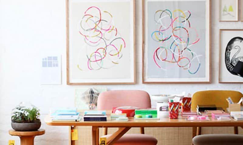Tudo ao mesmo tempo agora. É mais ou menos isso uma decoração BoHo ou Bohemian Style. A combinação de elementos diferentes, ou seja, o ecletismo, parece ser a palavra chave para entender esse estilo marcado por cores fortes, peças garimpadas em antiquários, tapetes e azulejos estampados e arte pelas paredes. Acima de tudo, o BoHo …