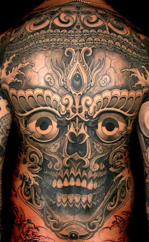 Afbeelding van http://i0.wp.com/www.inkedmag.com/wp-content/uploads/2013/12/Filip-Leu-Tibetan-Skull-Back-Piece.jpg?resize=500%2C808.