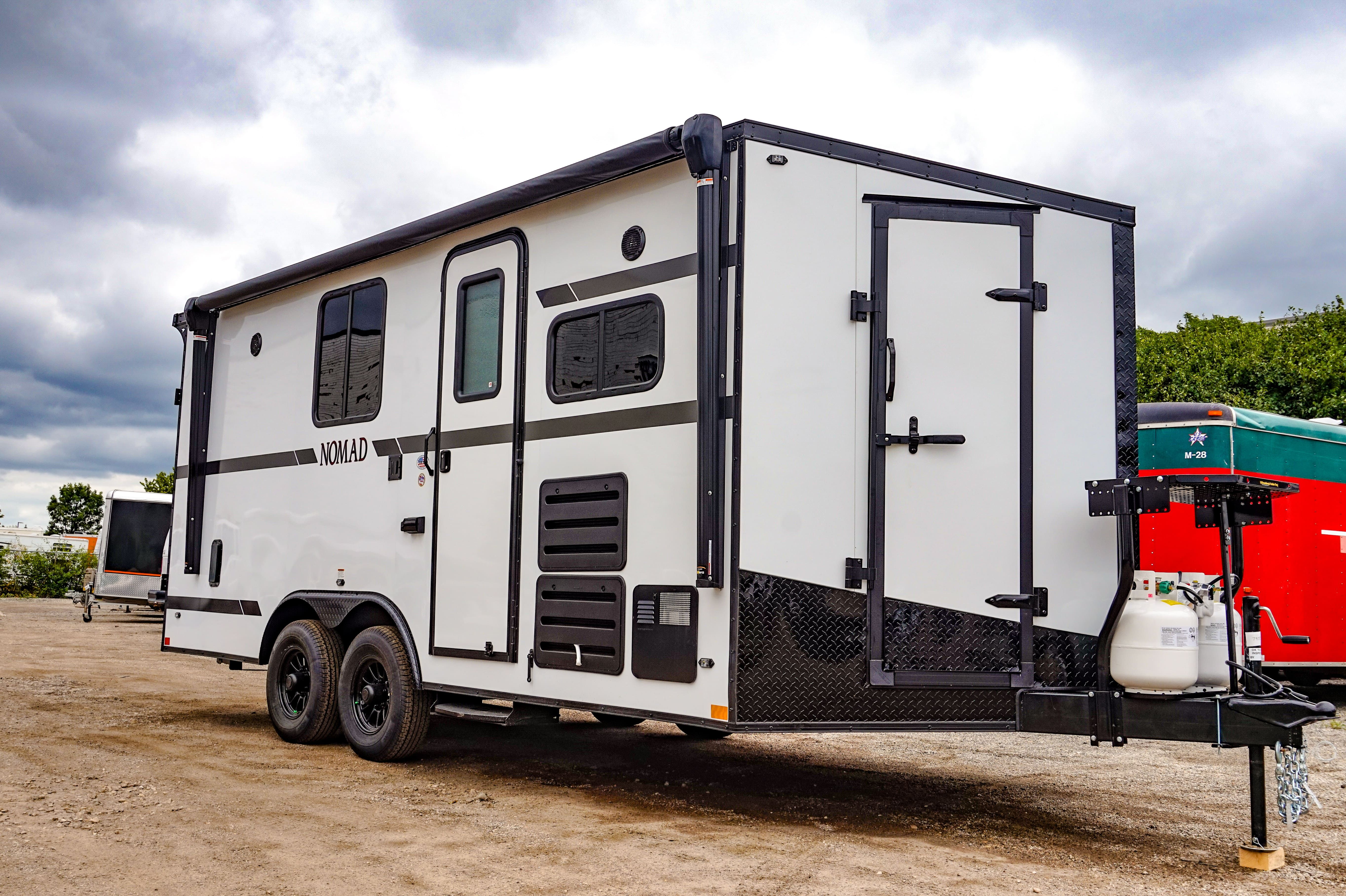 18 Stealth Nomad Toy Hauler White In 2020 Toy Hauler Camper Air Conditioner Cargo Trailer Conversion