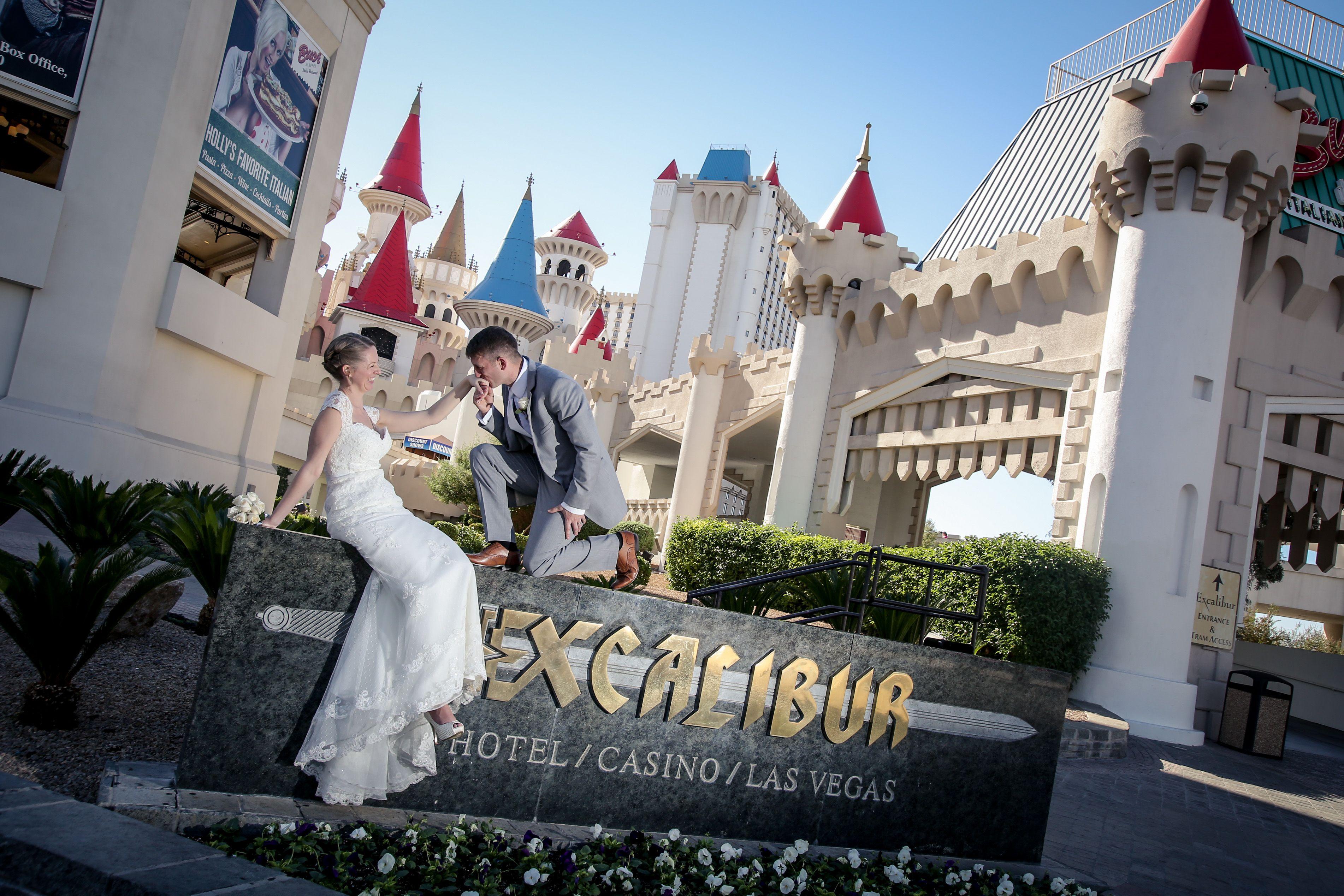 Las Vegas Weddings Wedding In Vegas Chapel Of The Flowers Vegas Wedding Las Vegas Wedding Chapel Las Vegas Weddings